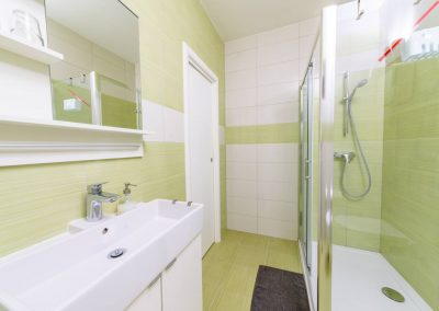 Sea Pearl Studio Apartment Olive bathroom